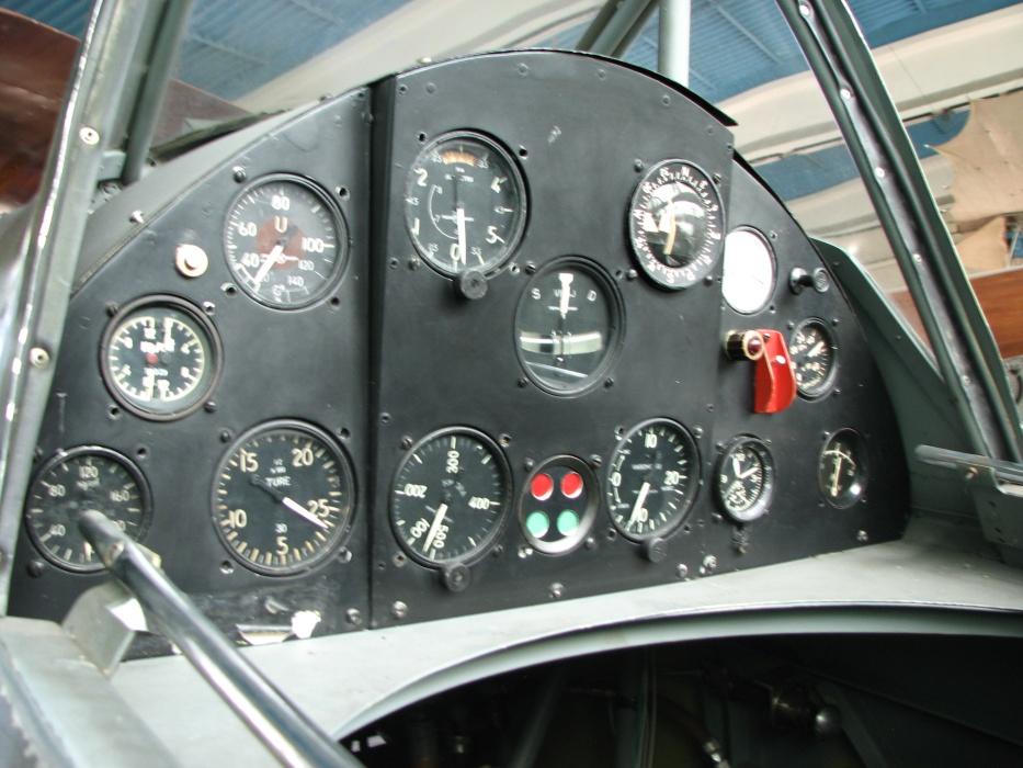 Iar 80 81 Cockpits