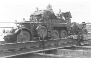 Imagine atasata: Kfz. 81 & 2 cm FLAK 30, UN, 001.jpg