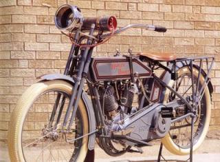 Imagine atasata: 1915_Harley-Davidson_11-F_Left-Front.jpg
