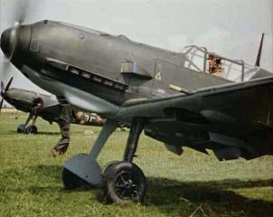 Imagine atasata: Me109E-Red3-Prewar-1f-s.jpg