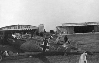 Imagine atasata: Messerschmitt-Bf-109E1-9.JG52-(Y9+_)-Pipera-Rumania-Sep-1941-01.jpg