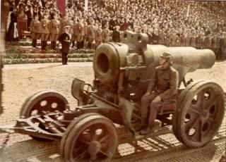 Imagine atasata: kluj_1940__heavy_artillery_parade_photo_balogh_rudolf.jpg
