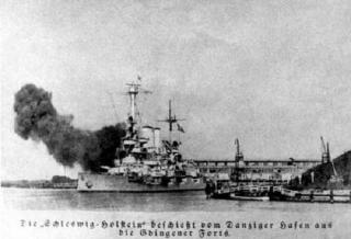 Imagine atasata: Schleswig_Holstein_fires_at_Gdynia_1939.jpg