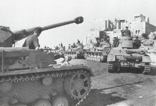 Imagine atasata: tancuri_germane_pe_Acropole.jpg