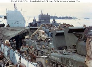 Imagine atasata: Shermans_loaded_in_LCT.jpg