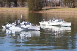 Imagine atasata: HNMS Friso & HMCS Snowbwerry.jpg