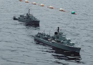 Imagine atasata: HMAS Tobruk trailed by HMAS MACQUAIRE.jpg